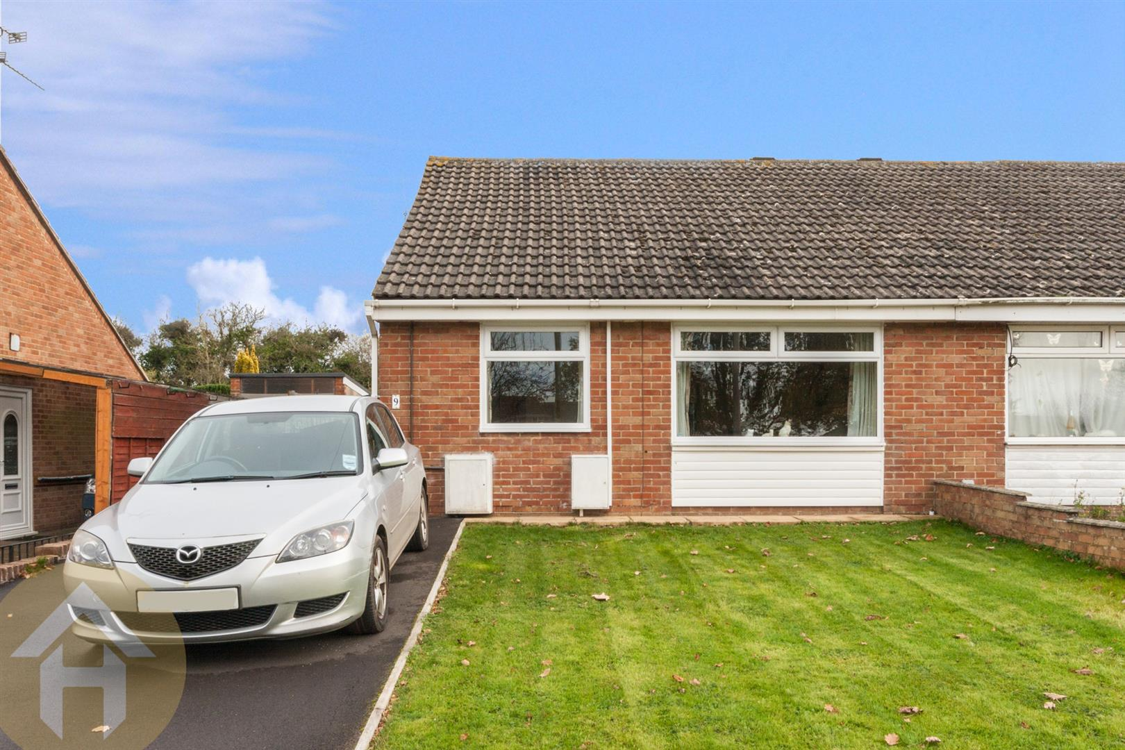 2 Bedrooms Semi Detached Bungalow for sale in Shelley Avenue, Royal Wootton Bassett